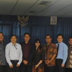 foto bersama peserta Business and Diplomatic Insight dengan Duta Besar Arif Havas Oegroseno beserta istri