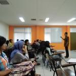 Tirta Mursitama menjawab beberapa pertanyaan dari mahasiswa