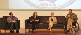 Tirta Mursitama (Paling Kiri), Prof. Lorraine Elliott, Dr. Marleen Dieleman, Dr. Handry Satriago