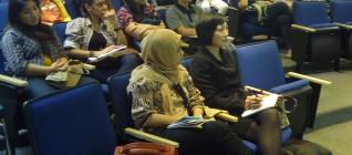 mahasiswa menyimak dengan seksama IR Lecture Series