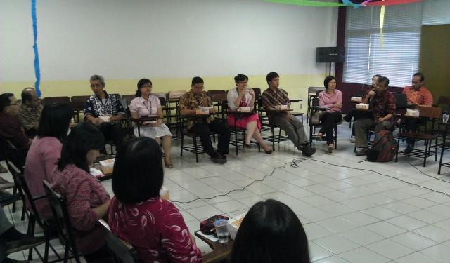 diskusi dalam angkringan humaniora