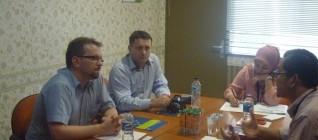 Dr Tirta menyampaikan pemikiran-pemikiran kerjasama HI Binus dan DWSPiT Polandia