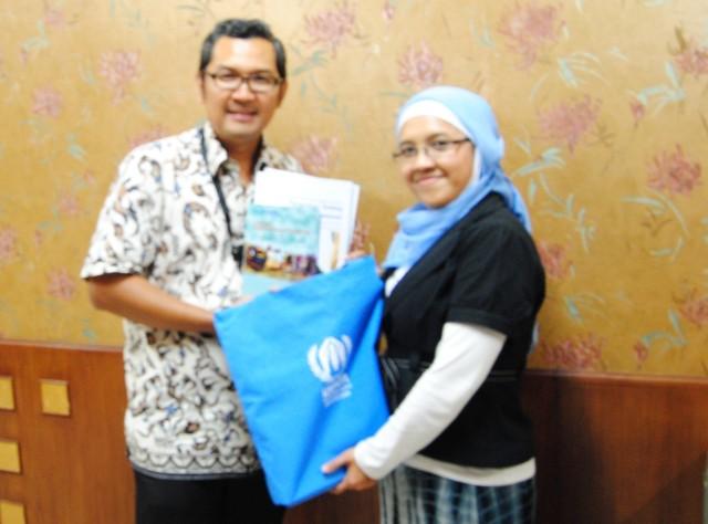 Tirta Mursitama (Kajur HI Binus) dan Nurul Rochayati (UNHCR)