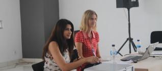 Dr Serena Hussain dan Dr Catherine Koerner sedang menjawab pertanyaan mahasiswa