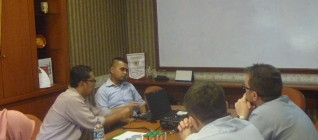 Mr Reza dari International Office Binus memfasilitasi diskusi kerjasama Binus dan DWSPiT Polandia