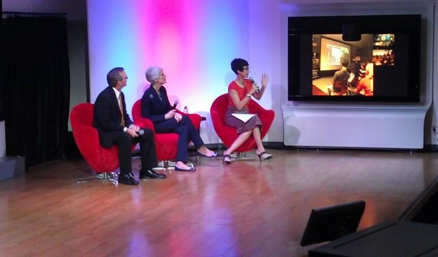 DIskusi Interakti dengan para Pembicara, Rossy Silalahi, Scot Marciel, dan Wendy Sherman.