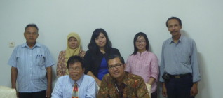 Tim Peneliti Hikom HI BINUS bersama Jajaran HI UNS 23 April 2013