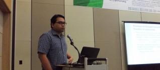 Dosen HI Binus, Wendy Prajuli memberikan pemaran tentang demokratisasi di Indonesia