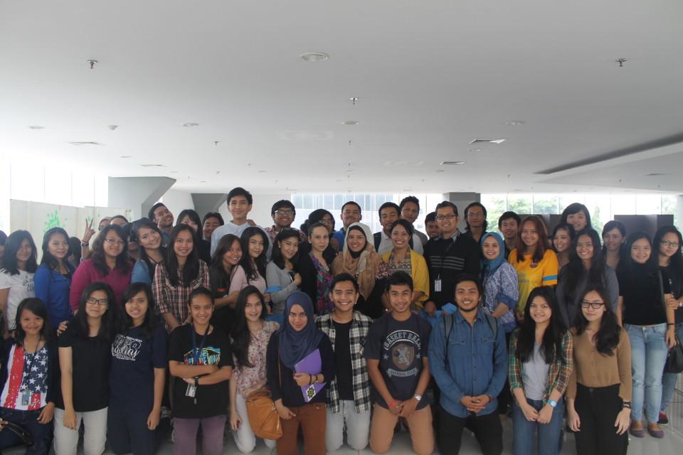 Foto bersama mahasiswa Binus dengan perwakilan UNHCR