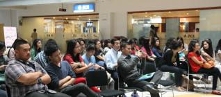 Mahasiswa Binus mendengarkan dengan seksama paparan pembicara