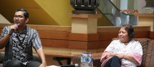 Dr. Tirta Mursitama bersama  Ibu Iris Tutuarima dalam Talkshow mengenai reformasi Pendidikan