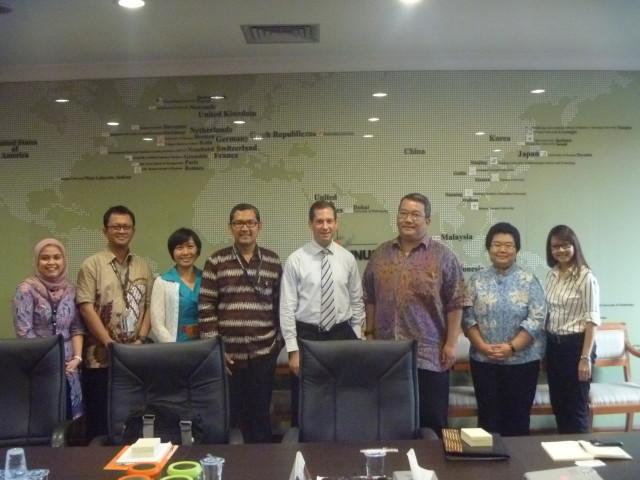 Foto bersama Perwakilan HI Binus dan Kedubes AS