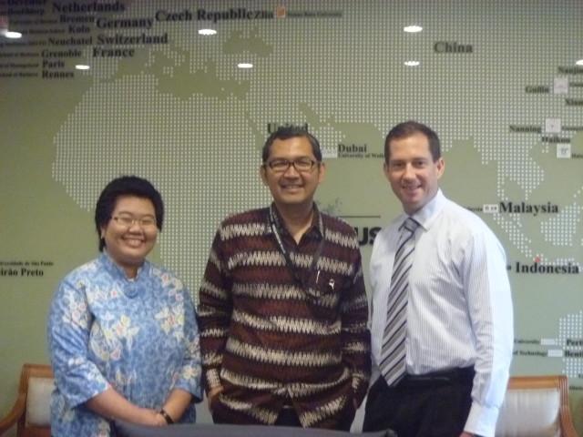 Tirta Mursitama, PhD bersama Scott M. Ceremuga dan Meta Silvyani Suwandi