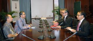 Tirta Mursitama, PhD dan Yusran, M.Si bertemu dengan Menteri Luar Negeri Marty Natalegawa beserta jajaran