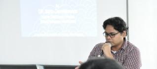 Dosen HI Binus, Wendy Prajuli menjadi moderator dalam seminar PLNI di era SBY