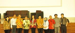 Foto bersama para pebicara dan Dosen Binus