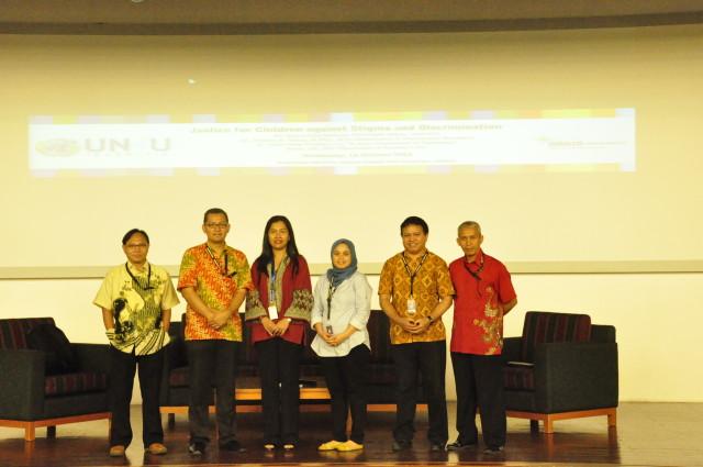 Pembicara Seminar beserta Tirta N. Mursitama, ketua Departemen HI Binus