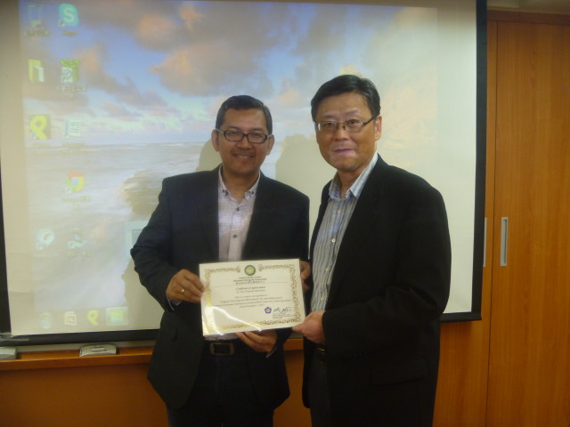 Tirta Nugraha Mursitama, PhD (Ketua Departemen HI Binus) dan Prof. Yih-Chyi Chuang, Dean of College of Social Science. NCCU