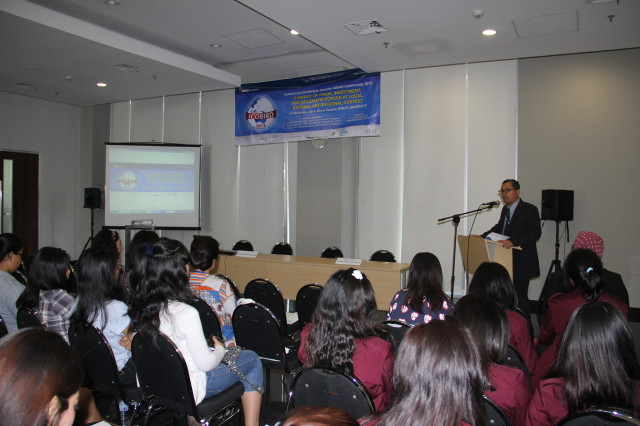 Acara Pembukaan ICOBIRD 2013 oleh Tirta Mursitama, PhD selaku Kepala Departemen Hubungan Internasional Bina Nusantara University