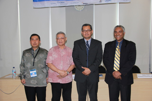 Foto bersama para pembicara