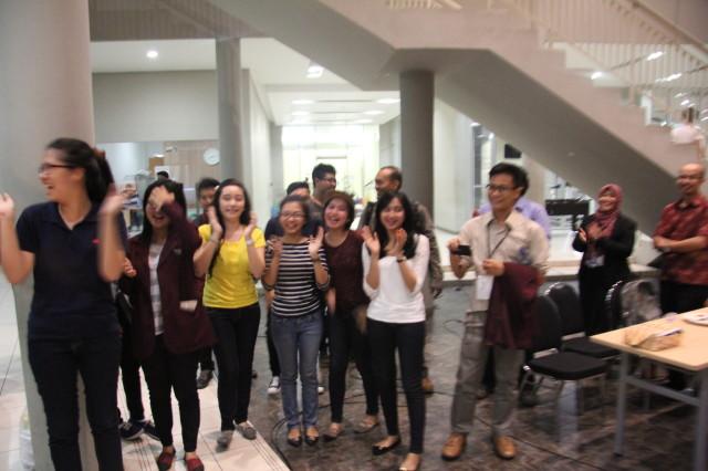 Mahasiswa HI Binus memeriahkan suasana keakraban Gala Dinner ICOBIRD 2013