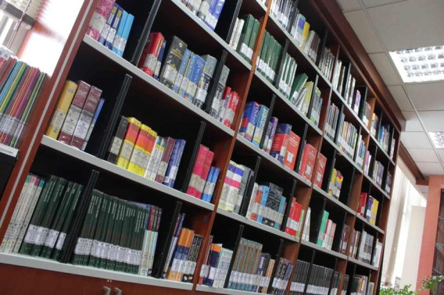 Mengunjungi Perpustakaan Mahkamah Konstitusi