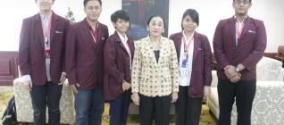 Mahasiswa HI Binus foto bersama dengan Prof. Dr. Maria Farida Indrati S.H,M.H.