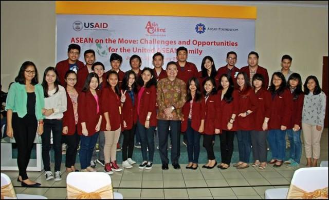 Mahasiswa HI Binus dalam Seminar ASEAN on the Move: Challenge and Opportunities for the United ASEAN Family
