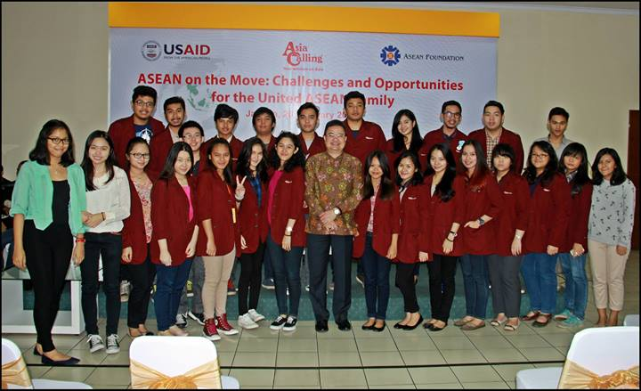Mahasiswa HI Binus dalam Seminar ASEAN on the Move: Challenge and Opportunities for the United ASEAN Family