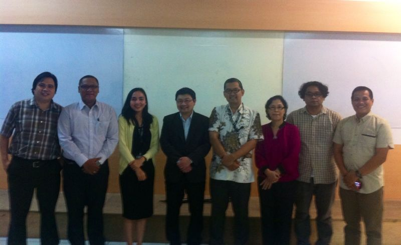 Dr. Cheng-Chwee Kuik with Participants