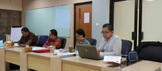 Tirta Mursitama memberikan presentasi di FGD ASEAN UI