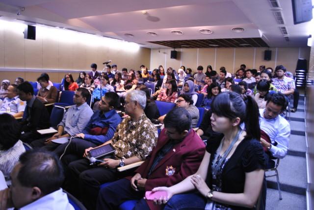 peserta kuliah umum terdiri dari Mahasiswa HI Binus dan mahasiswa S2 Unhan serta undangan