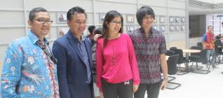 dari kiri ke kanan: Dr Tirta Mursitama, Dr. Dino Patti Jalal, Ms Lily Manoharan (Binus International Office), dan Kevin Aprilio)