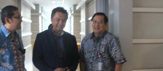 Dr Tirta Mursitama, Dr Dino Patti Jalal, dan Rektor Binus, Prof. Harjanto Prabowo