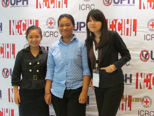 Cia, Nisa, dan Nova, delegasi HI BINUS untuk IHL