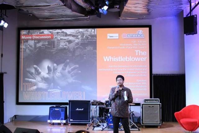 Dosen HI Binus, Achmad Sukarsono melakukan Critical Review terhadap Film the Whistleblower