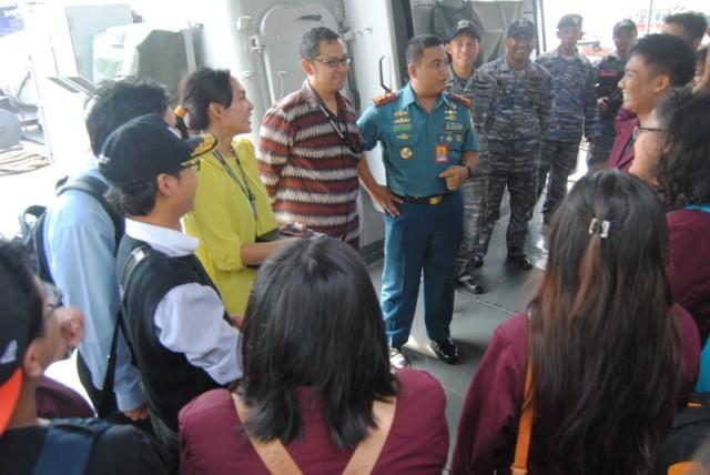 Sambutan dari Letkol Ario Sasongko Komandan Kapal KRI Sultan Thaha Syaifuddin (376)