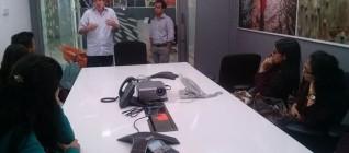 Suasana diskusi di kantor Reuters