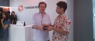 Pemberian token of appreciation dari HI Binus kepada Reuters