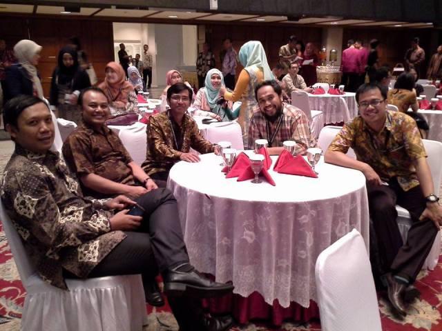 Geradi Yudhistira dan Delegasi dari kampus-kampus lain di Indonesia
