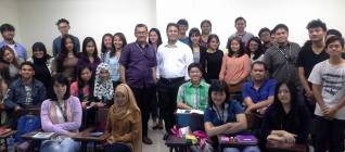 Sesi foto bersama dengan mahasiswa Binusian 2018