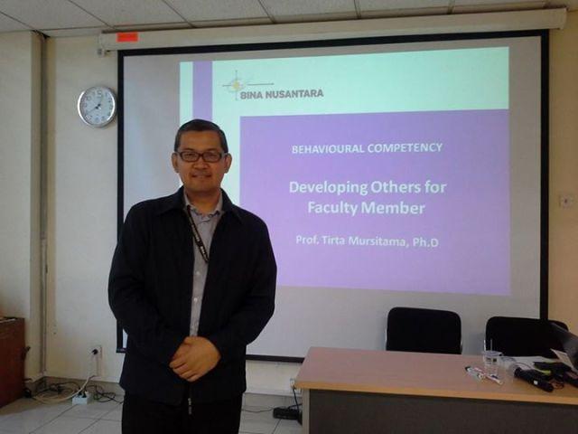 Prof. Tirta sebagai Fasilitator Kegiatan Pelatihan