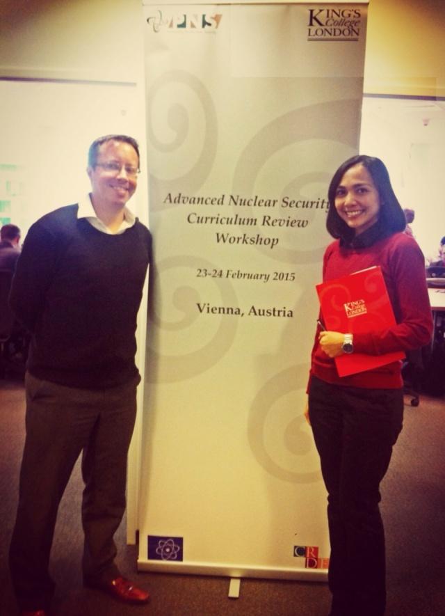 Mutti Anggitta bersama Prof. Chris Hobbs dari King's College London