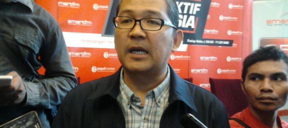 Prof. Tirta Mursitama Memberikan Keterangan Pers
