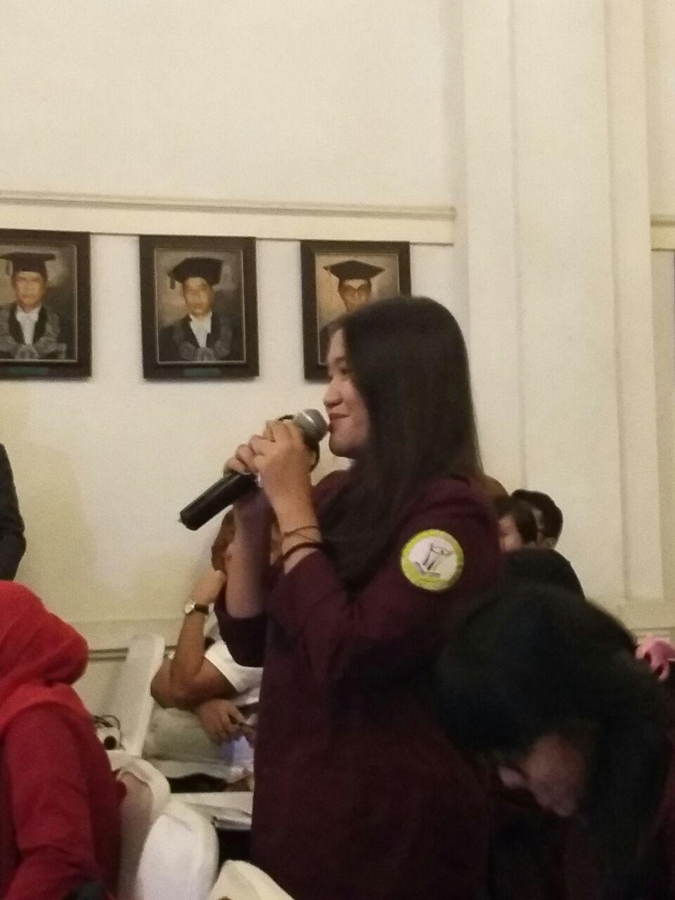 Mahasiswi HI Binus Ayu Tiara Mareta bertanya kepada Presiden World Bank