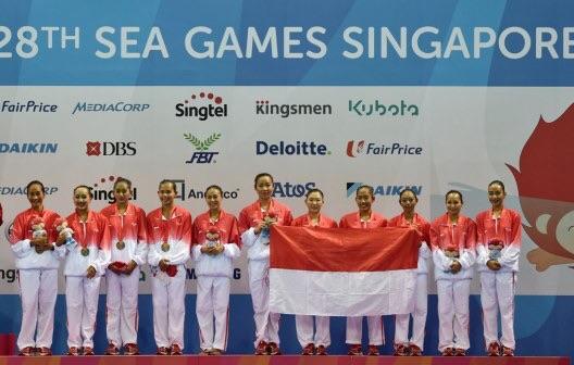 Juni: Mahasiswa HI BINUS mendapat medali Perunggu Sea Games XXVIII SIngapura sebagai anggota kontingen dalam cabang renang indah