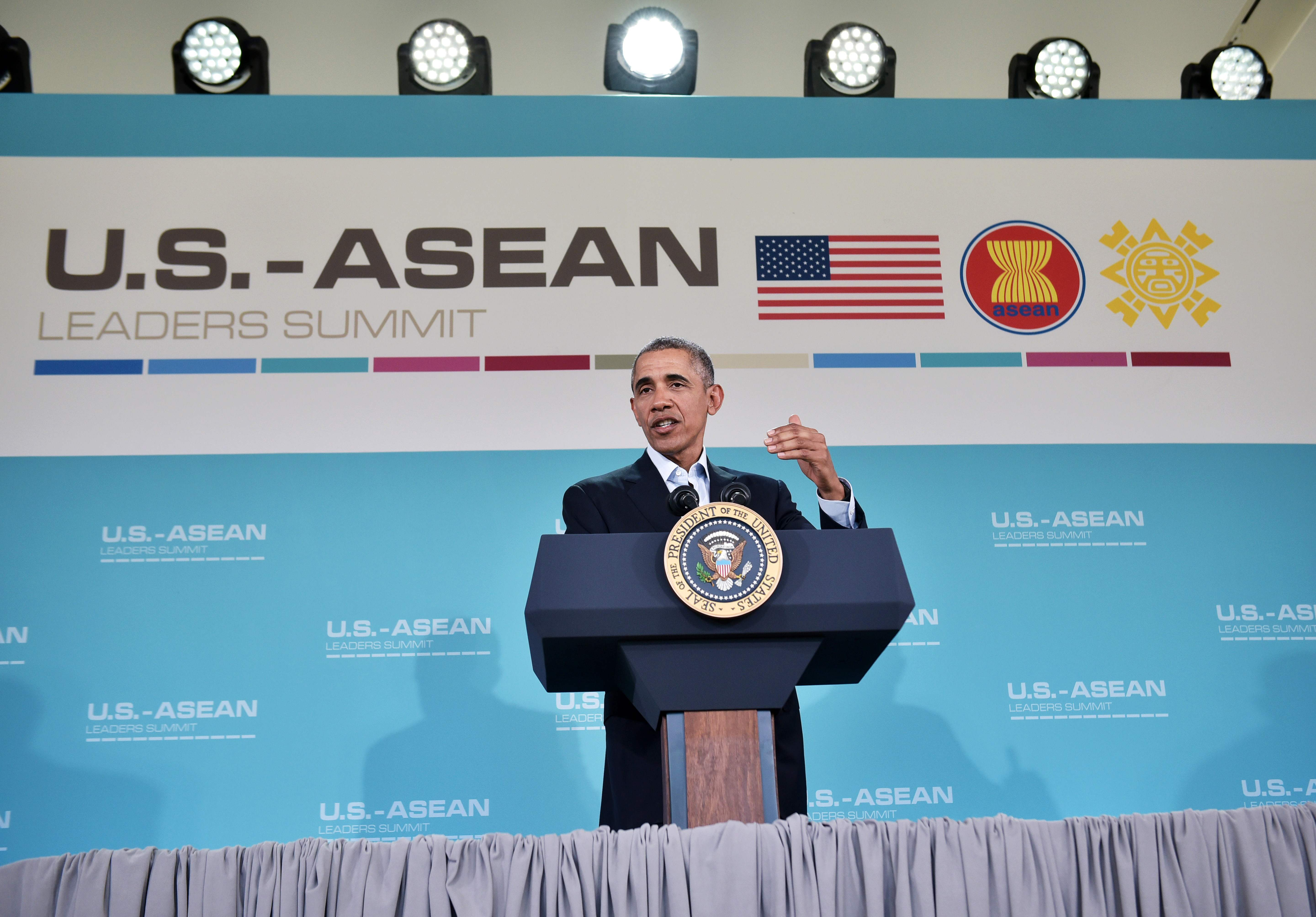 US President Barack Obama speaks during a press conference following a meeting of the Association of Southeast Asian Nations (ASEAN) at the Sunnylands estate on February 16, 2016 in Rancho Mirage, California. / AFP / Mandel Ngan