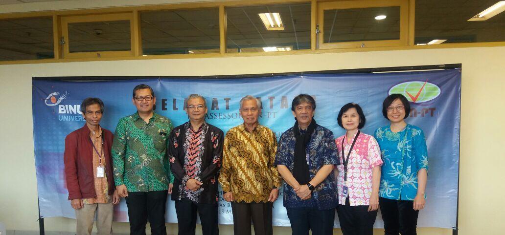 Kiri-kanan: Wakil Rektor I Binus Iman Herwidiana Kartowisastro, Ph.D., Kepala Departemen HI Binus Prof. Tirta Nugraha Mursitama, Ph.D., asesor BAN-PT Dr. H. R. Dudy Heryadi, M.Si. dan Prof. Dr. H. Mappa Nasrun, MA, Dekan Fakultas Humaniora Binus Dr. Drs. Johannes A. A. Rumeser, M.Psi., Psi., Manajer QMC Binus Dr. Dra. Ienneke Indra Dewi, S.Th, M.Hum, dan Koordinator Program Internasionalisasi dan Kemitraan Fakultas Humaniora Binus Yi Ying, SS, M.Lit., M.Pd.