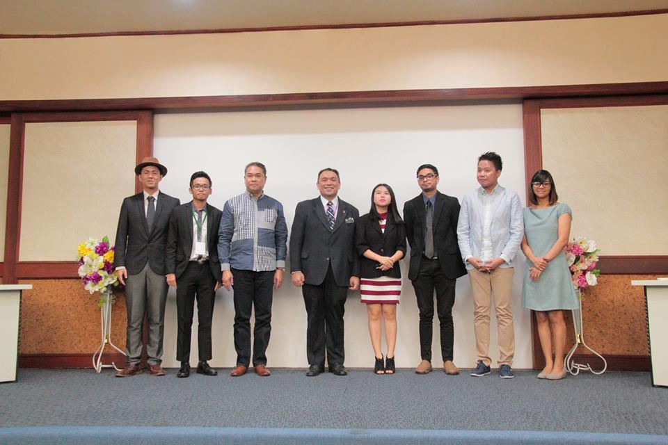 USTMUN-2016030204 03 Berfoto dengan Diplomat senior dari Filipina Dr Jesus Gary Domingo (Ditengah) bersama juga dengan para Faculty staff UST