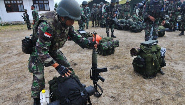 Troops prepare to hunt for terrorist Santoso in Poso, Central Sulawesi.(ANTARA)